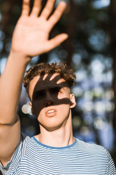Đục thủy tinh thể khiến mắt nhạy cảm hơn với ánh sáng